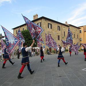Sbandieratori in piazza